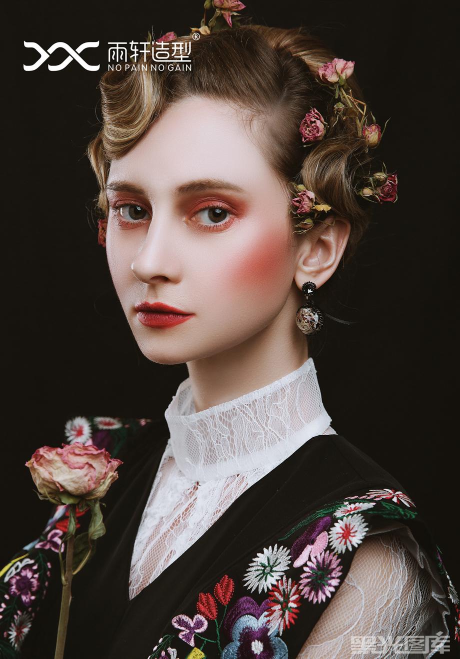 雨轩造型化妆培训的化妆造型作品《复古新娘造型》